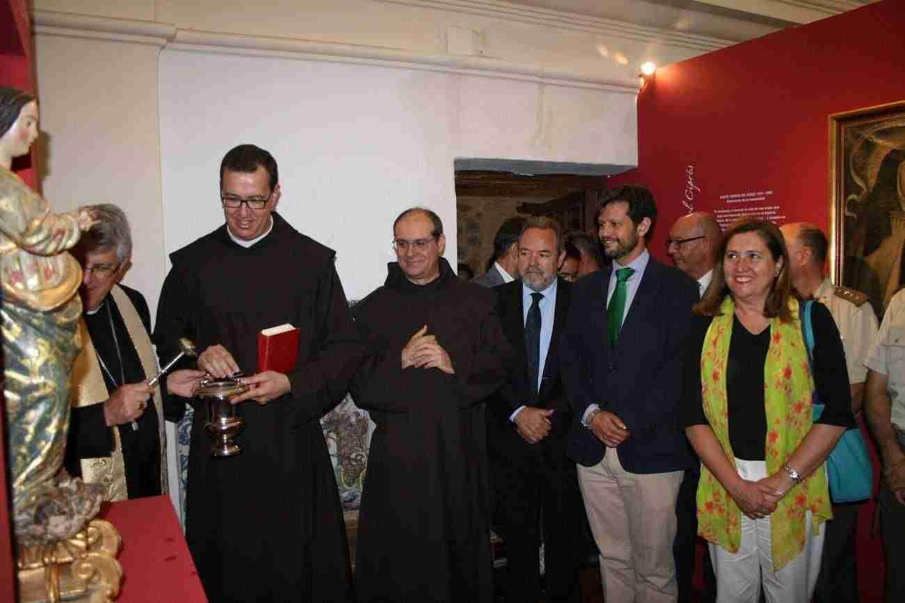 El Ayuntamiento, en la inauguración de la exposición de Santa Teresa de los Padres Carmelitas con motivo del 30 Aniversario 5