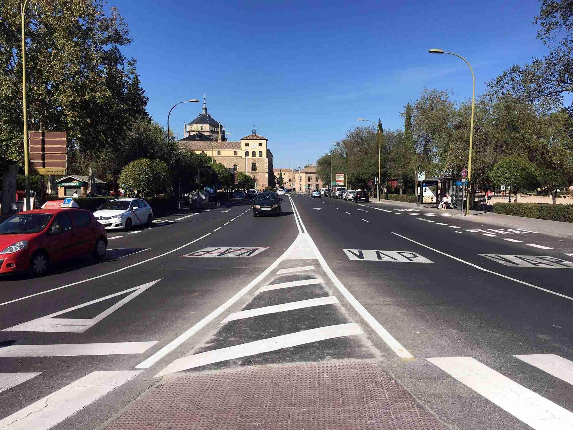 Toledo mejora la señalización horizontal de varias calles y ubica un nuevo paso de peatones en Real del Arrabal 7