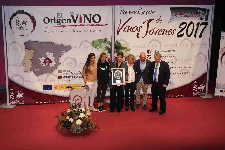 Glamour solidario en los Premios Jóvenes DO La Mancha 5