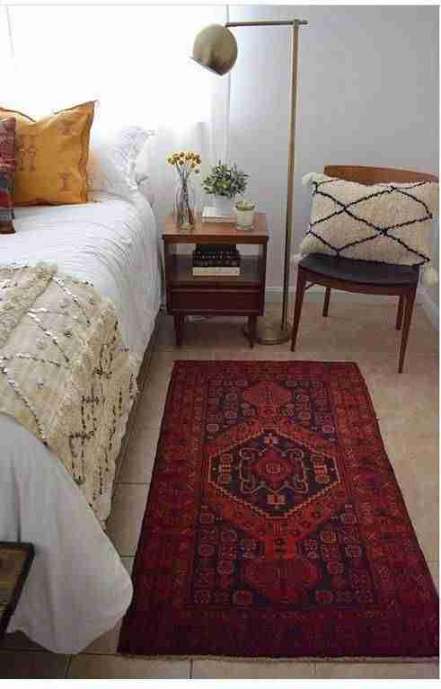alfombra en el dormitorio III