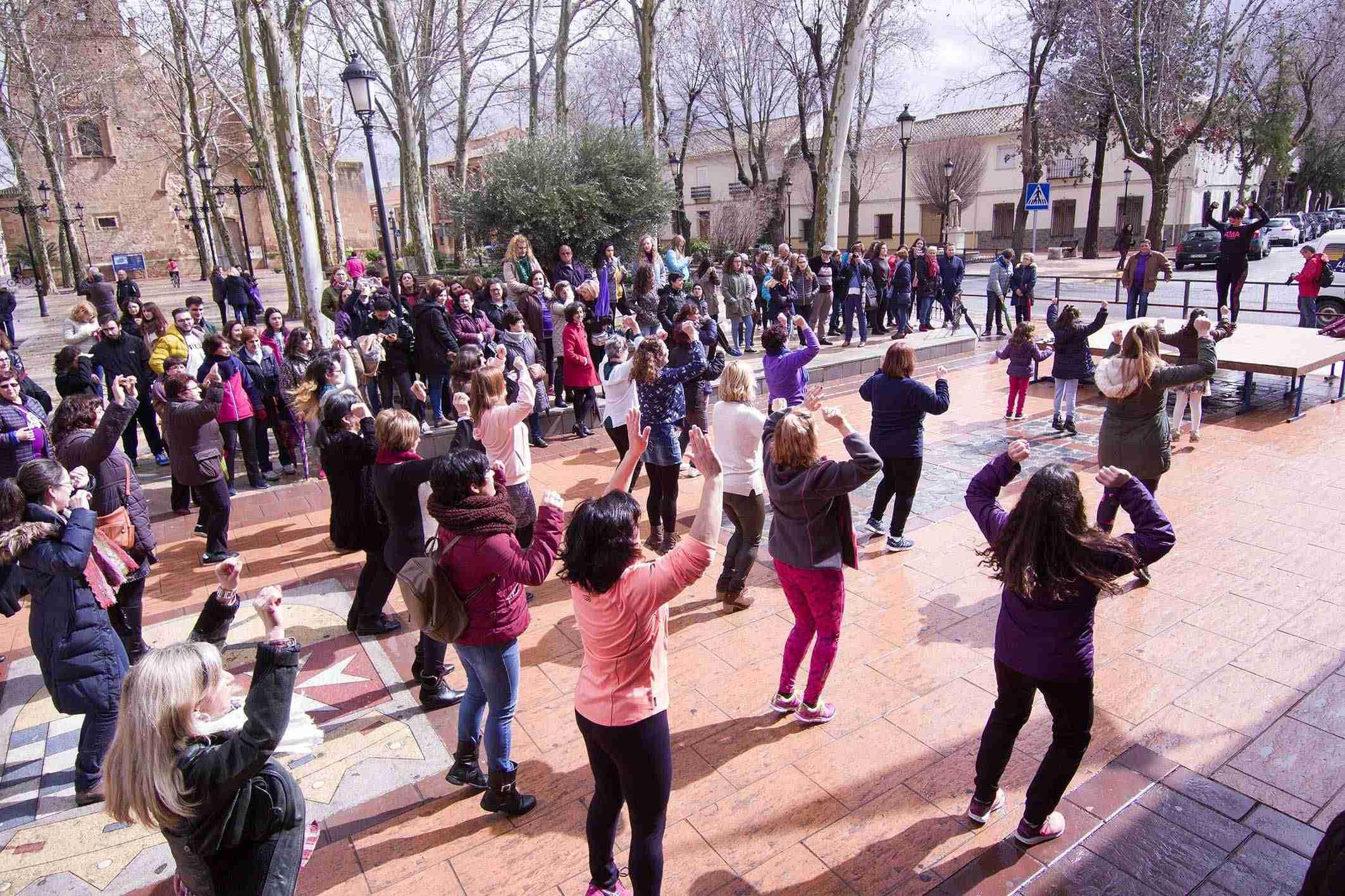 Argamasilla de Alba conmemora el 8M con una concentración por la igualdad 8