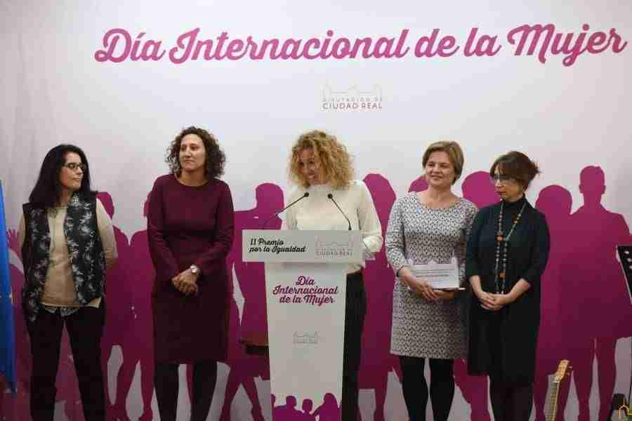 """Caballero pide a las mujeres que cuenten con los hombres para superar las """"discriminaciones intolerables"""" que sufren 2"""