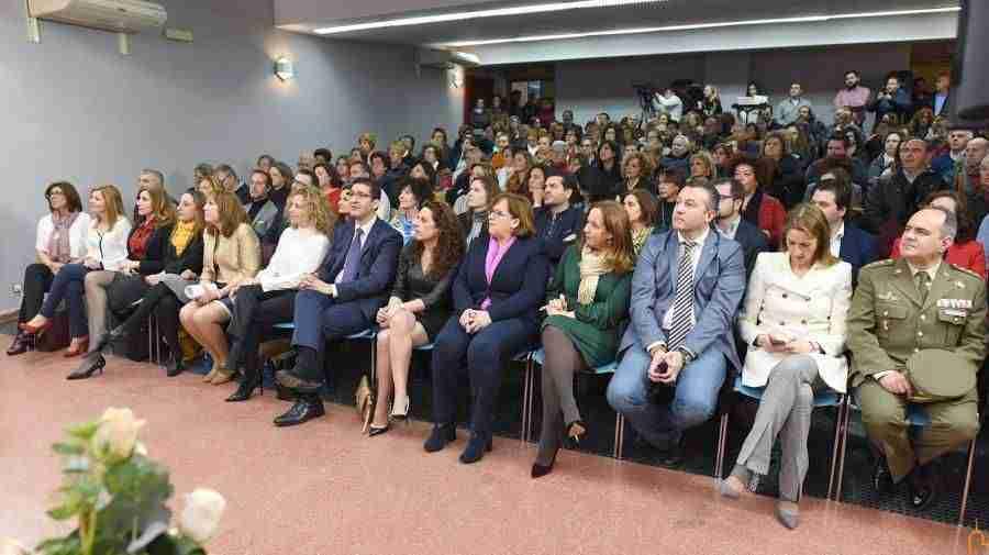 """Caballero pide a las mujeres que cuenten con los hombres para superar las """"discriminaciones intolerables"""" que sufren 5"""