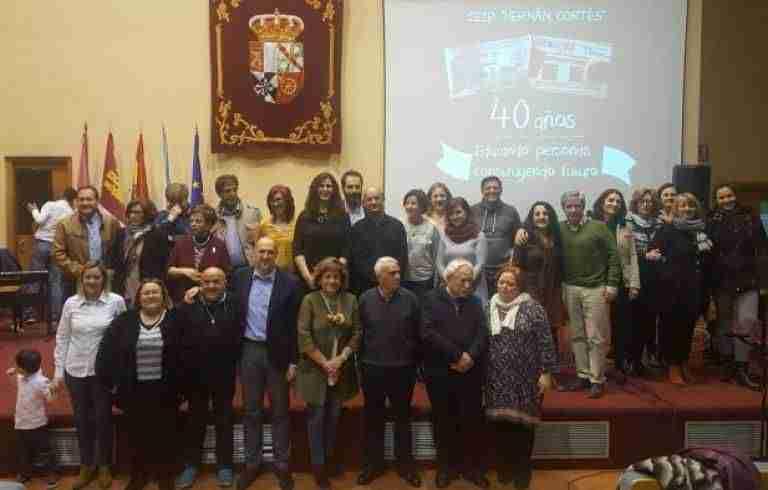 El Gobierno regional felicitó a toda la comunidad educativa del Colegio 'Hernán Cortés' de Talavera en su 40 aniversario