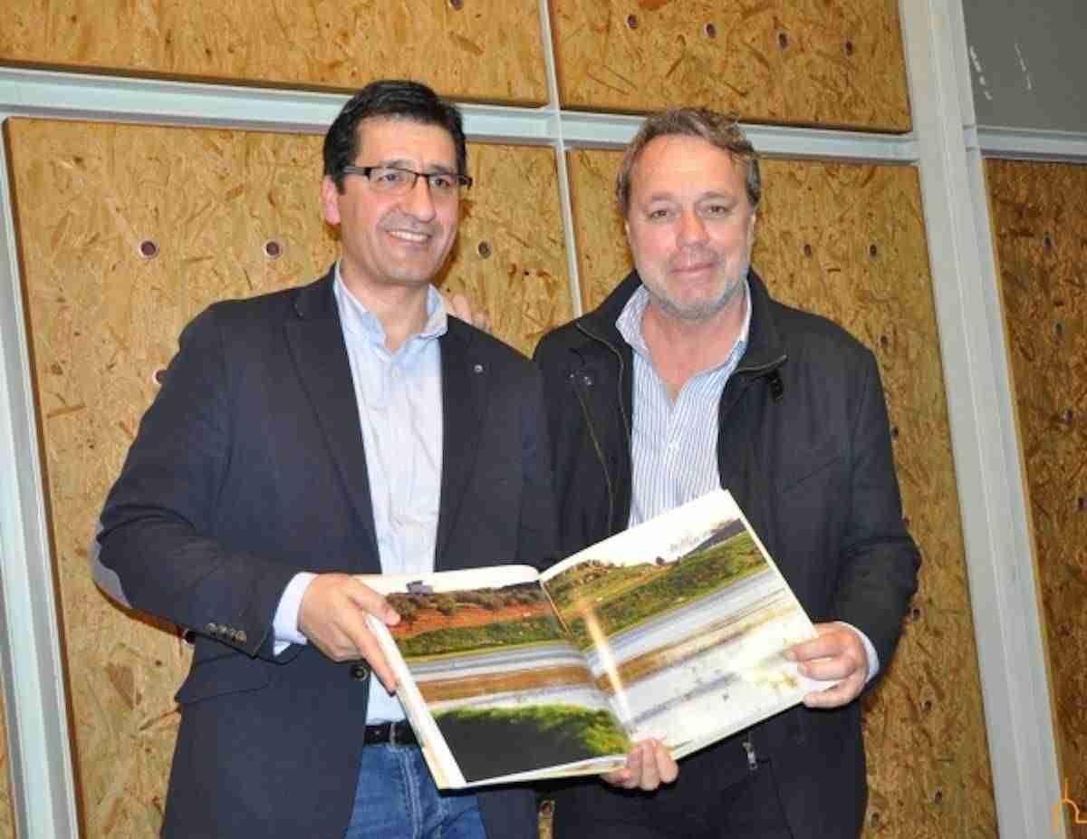 """Impulso a Turismo regional con el libro """"Ciudad Real en imágenes. Un Paseo Real"""" 3"""