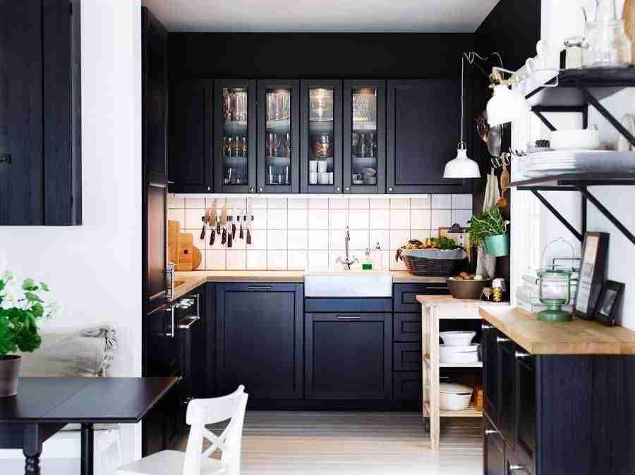 blanco, negro y madera en cocinas IV