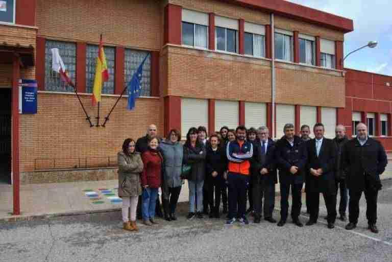Compromiso de construir un polideportivo de doble uso en el Colegio de San Carlos del Valle