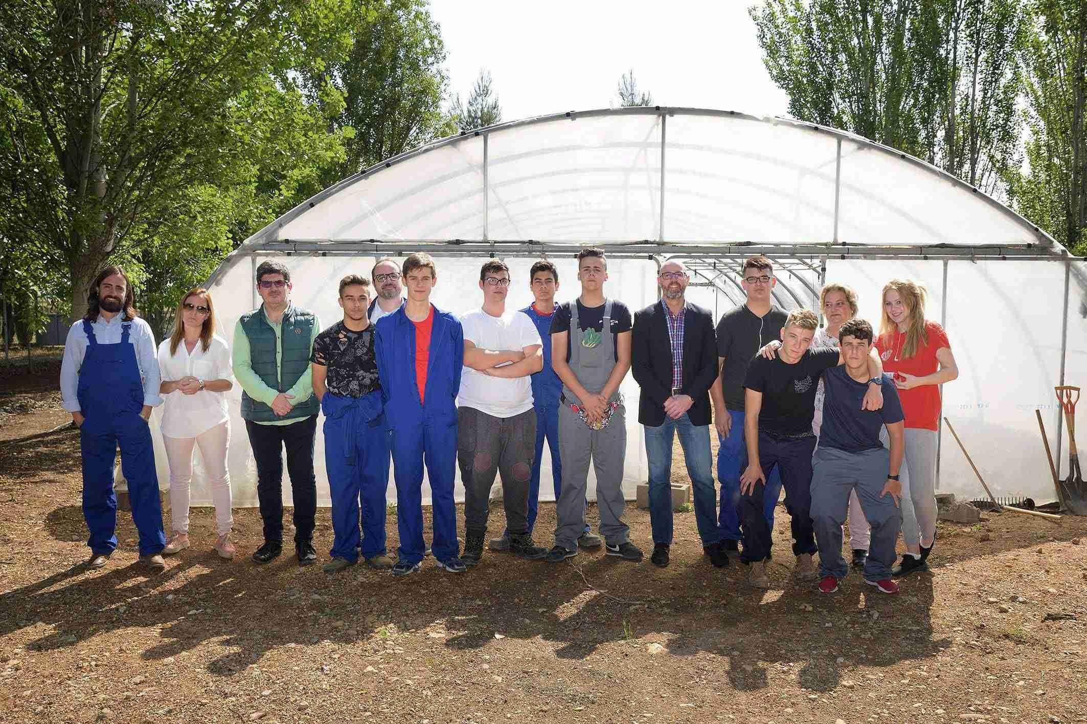 El alumnado de agro-jardinería del IES Vicente Cano utilizará el invernadero cedido por el Ayuntamiento de Argamasilla 1