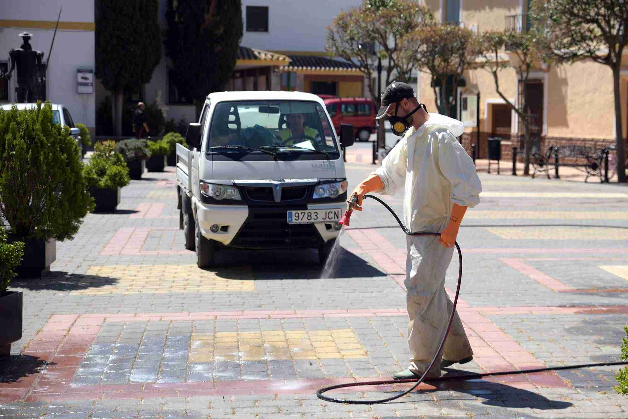 El Ayuntamiento de Argamasilla de Alba toma diferentes medidas para acabar con las malas hierbas 2