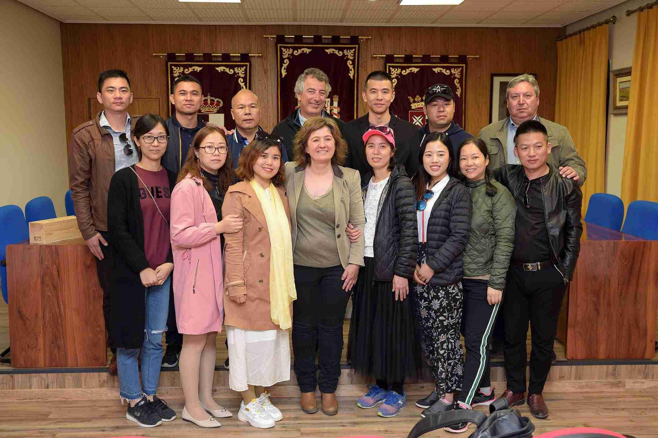 Empresarios chinos visitan el lugar de La Mancha con bodegas Montalvo Wilmot 1