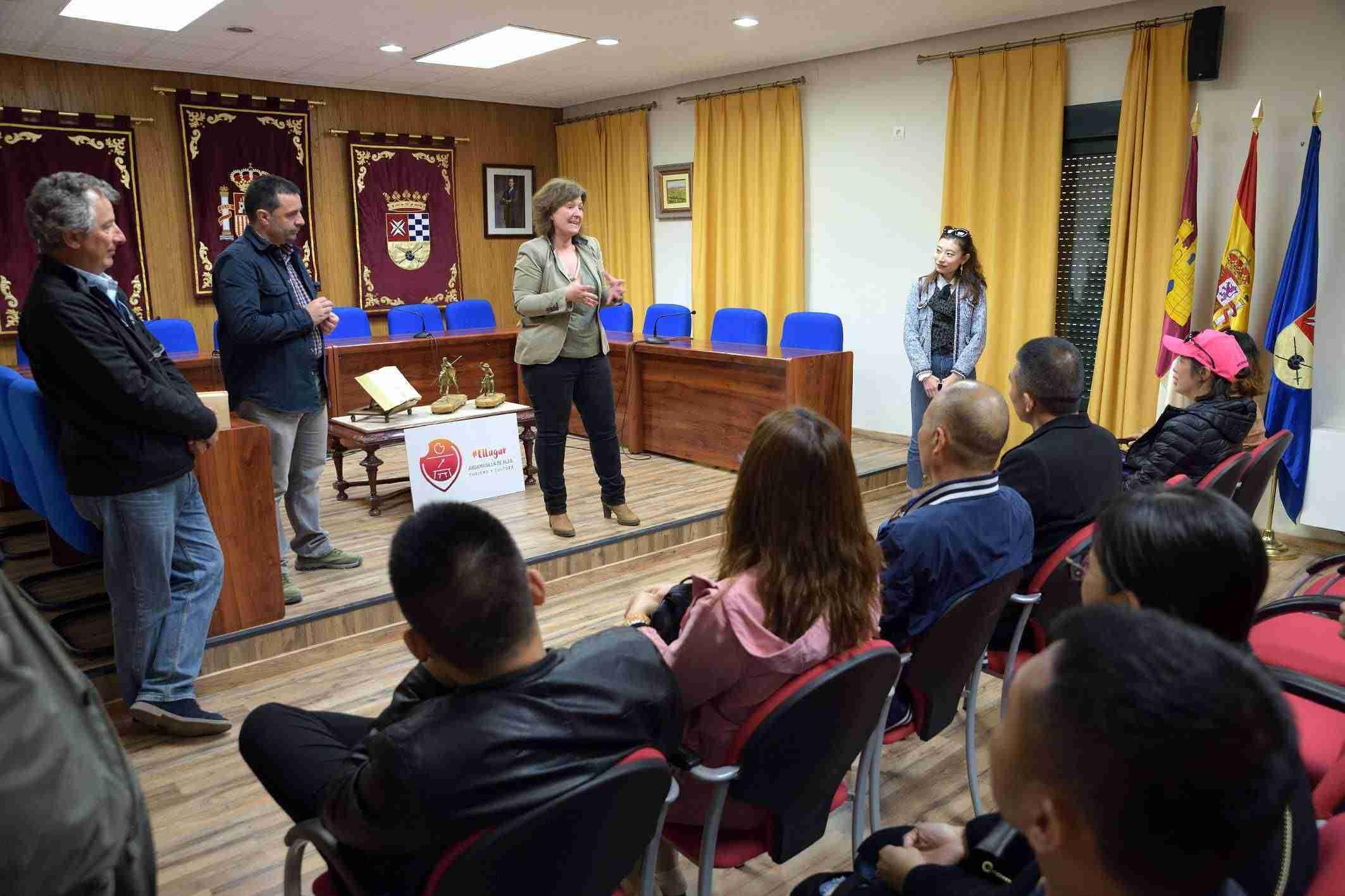 Empresarios chinos visitan el lugar de La Mancha con bodegas Montalvo Wilmot 2