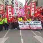 La plantilla de Correos se moviliza para exigir el fin de la precariedad laboral en la empresa 6