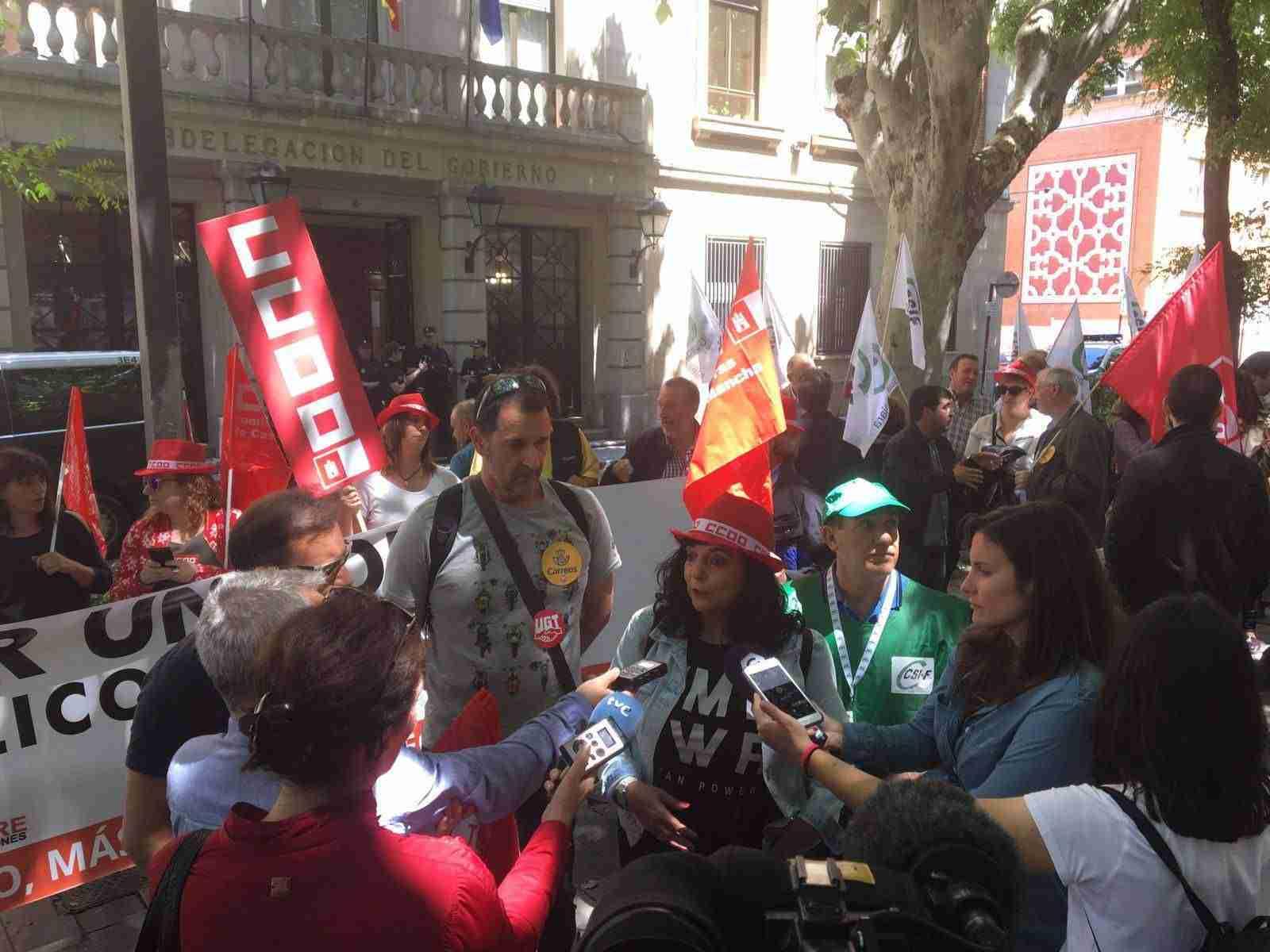 La plantilla de Correos se moviliza para exigir el fin de la precariedad laboral en la empresa 2