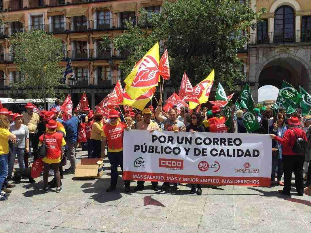 La plantilla de Correos se moviliza para exigir el fin de la precariedad laboral en la empresa 1