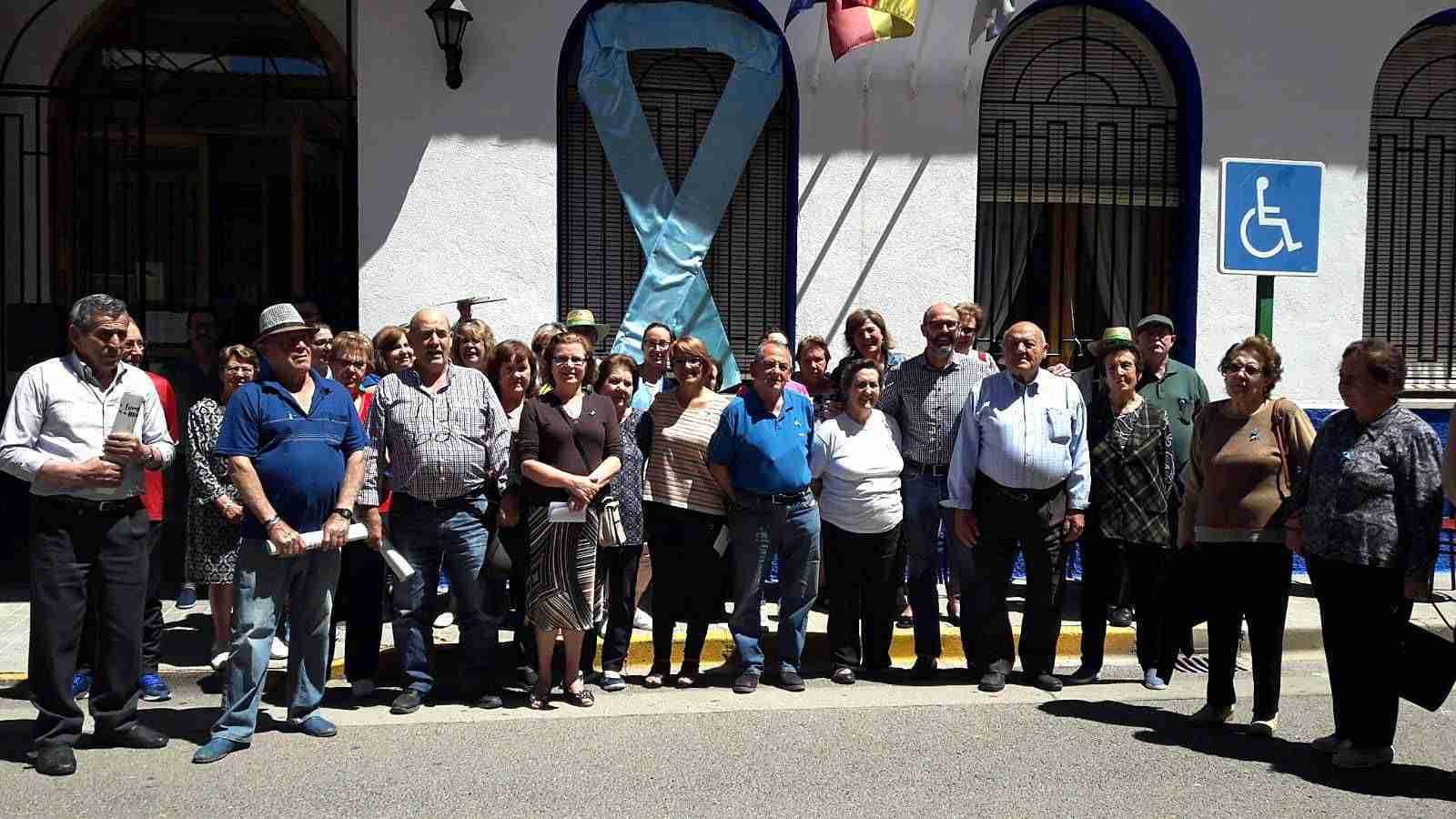 Los mayores del Centro de Día de Argamasilla de Alba se concentran contra el abuso y el maltrato en la vejez 1