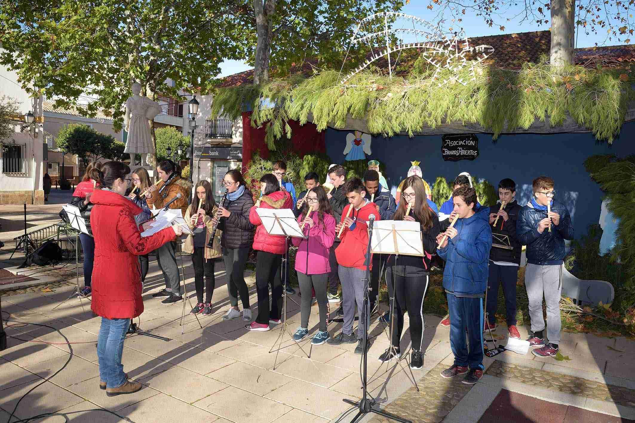 Brazos Abiertos celebra su Encuentro de Villancicos frente al Belén de la Glorieta 1