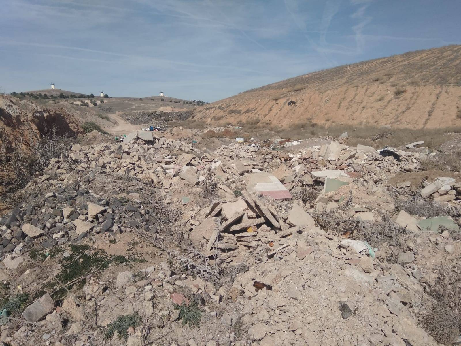 Cs Herencia pide al Ayuntamiento que traten los escombros como establece la normativa 3