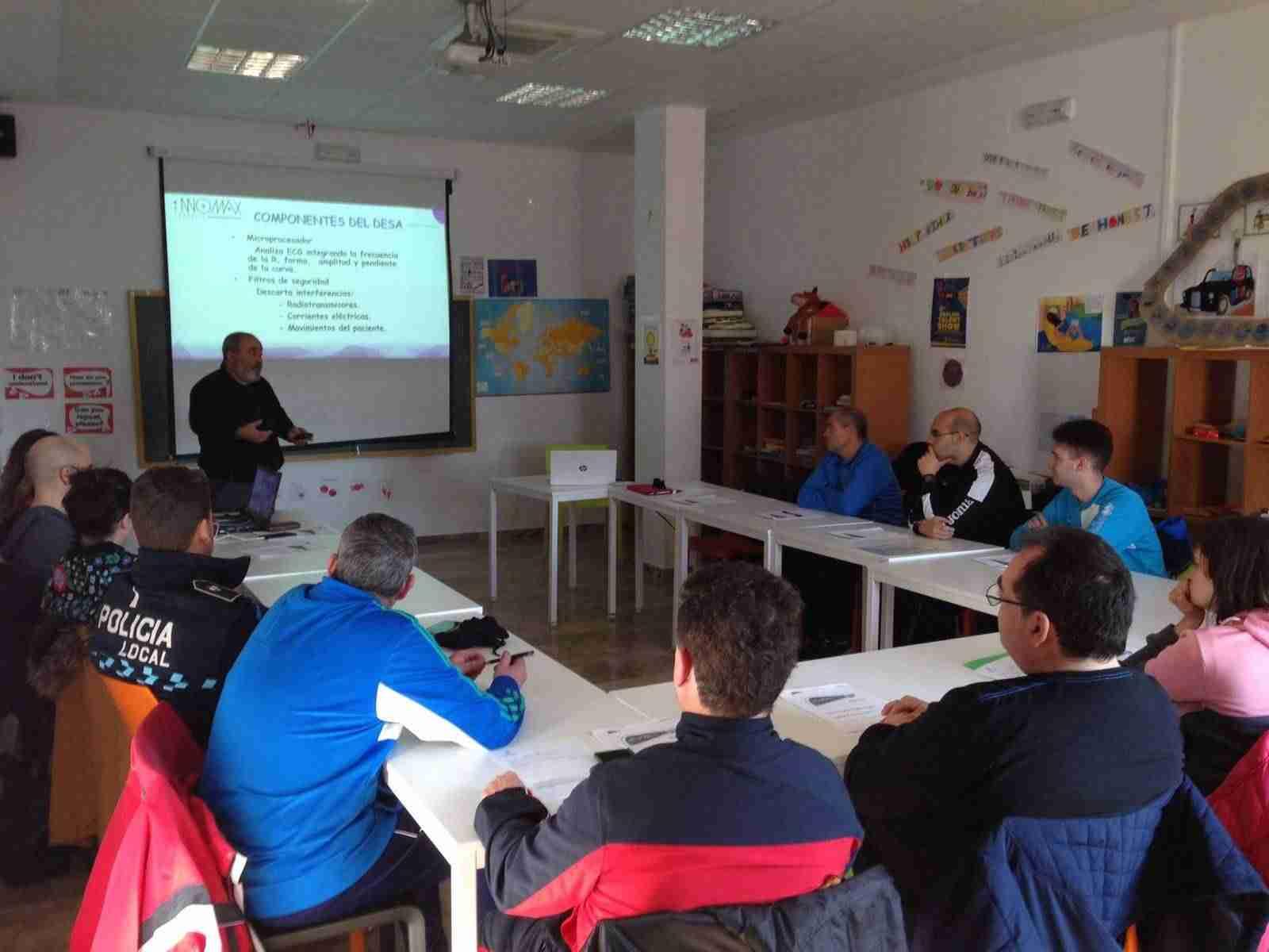 Catorce personas realizan el curso de formación y reciclaje en el uso de desfibriladores 3