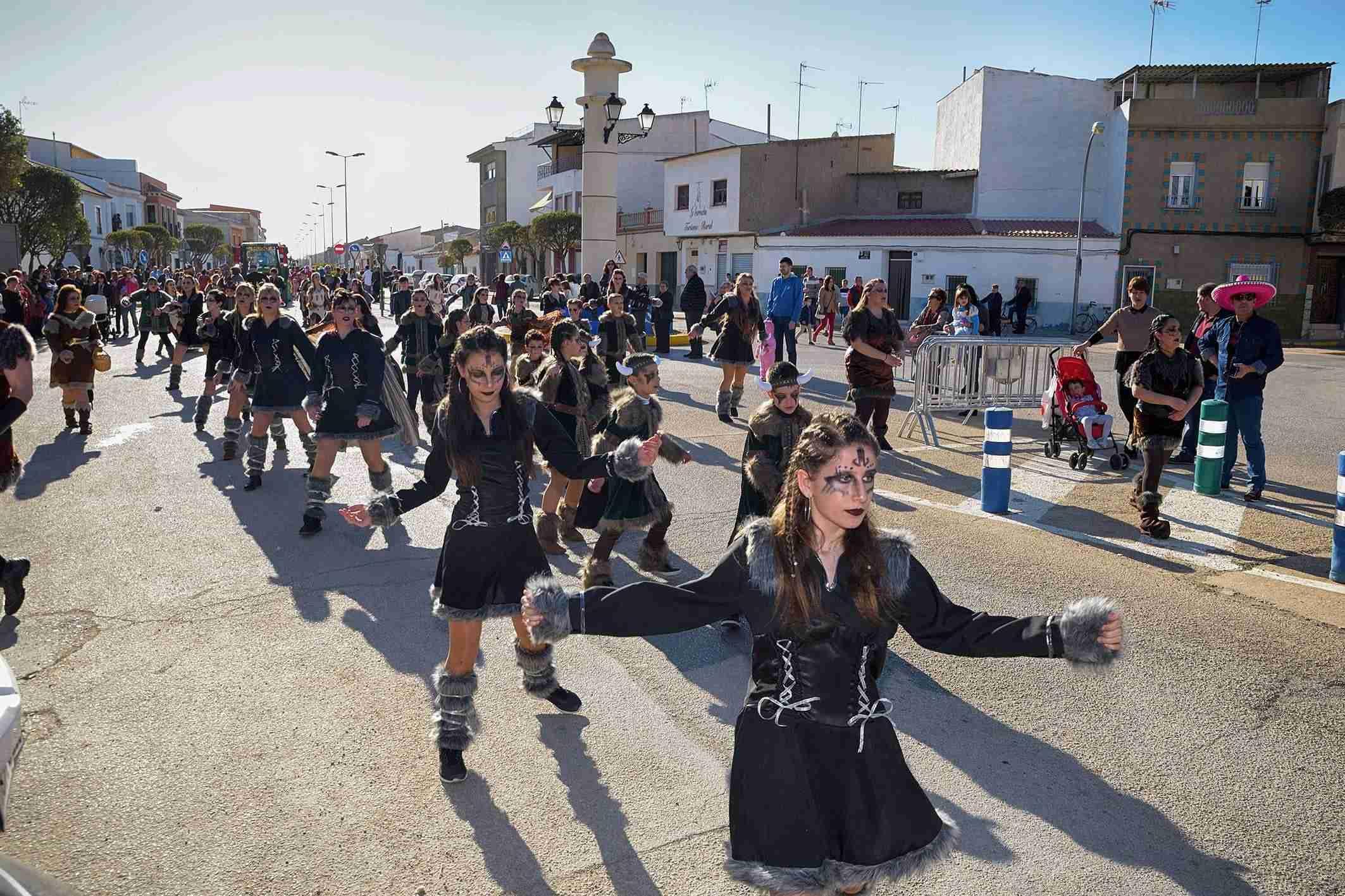 El Desfile de Comparsas Infantiles abre la actividad en la calle del Carnaval de Argamasilla de Alba 5