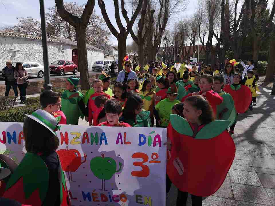 Originalidad, colorido y fantasía centraron el desfile de Carrozas y Comparsas en Torralba de Calatrava 2