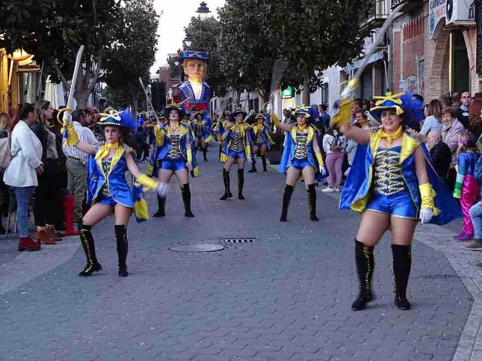 Originalidad, colorido y fantasía centraron el desfile de Carrozas y Comparsas en Torralba de Calatrava 6