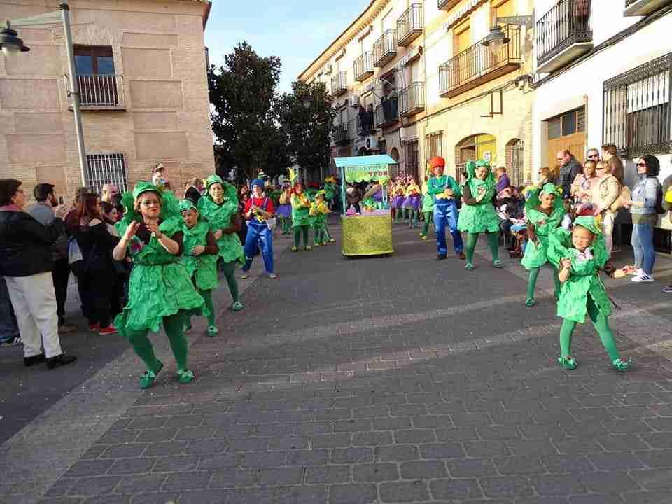 Originalidad, colorido y fantasía centraron el desfile de Carrozas y Comparsas en Torralba de Calatrava 8