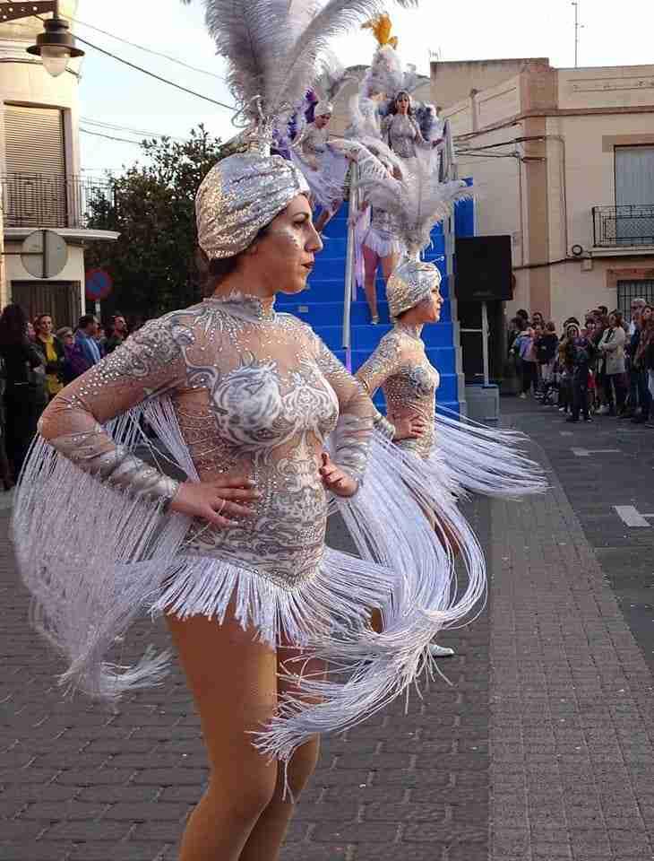 Originalidad, colorido y fantasía centraron el desfile de Carrozas y Comparsas en Torralba de Calatrava 11