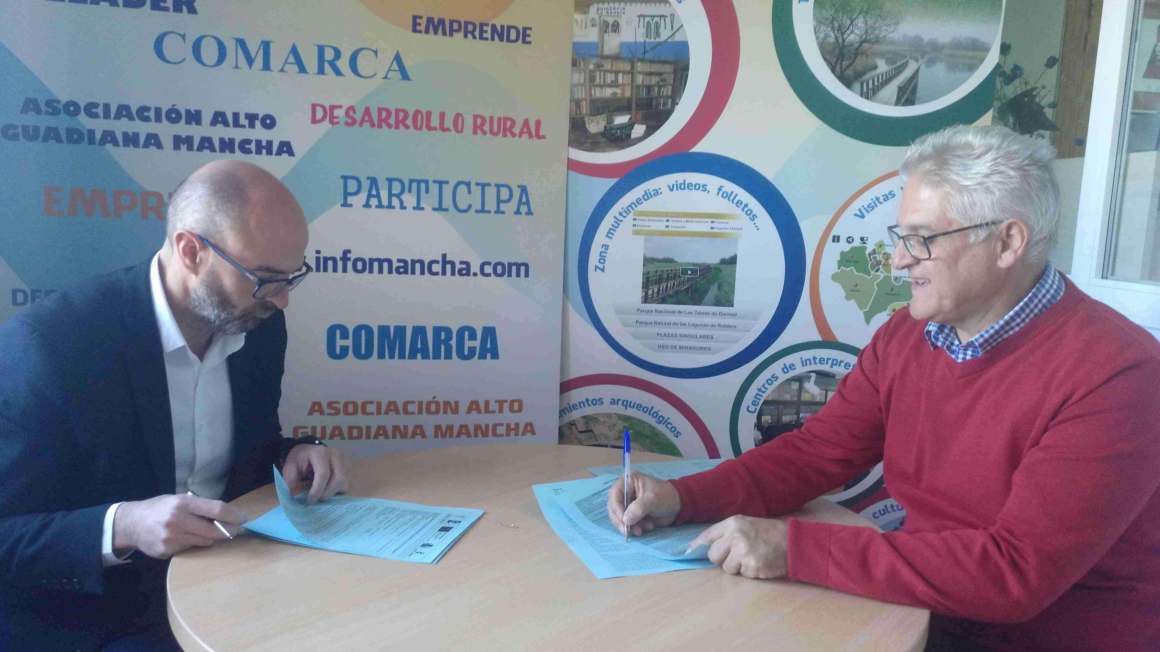 Firmados tres nuevos contratos con promotores de proyectos de la comarca Alto Guadiana Mancha 1