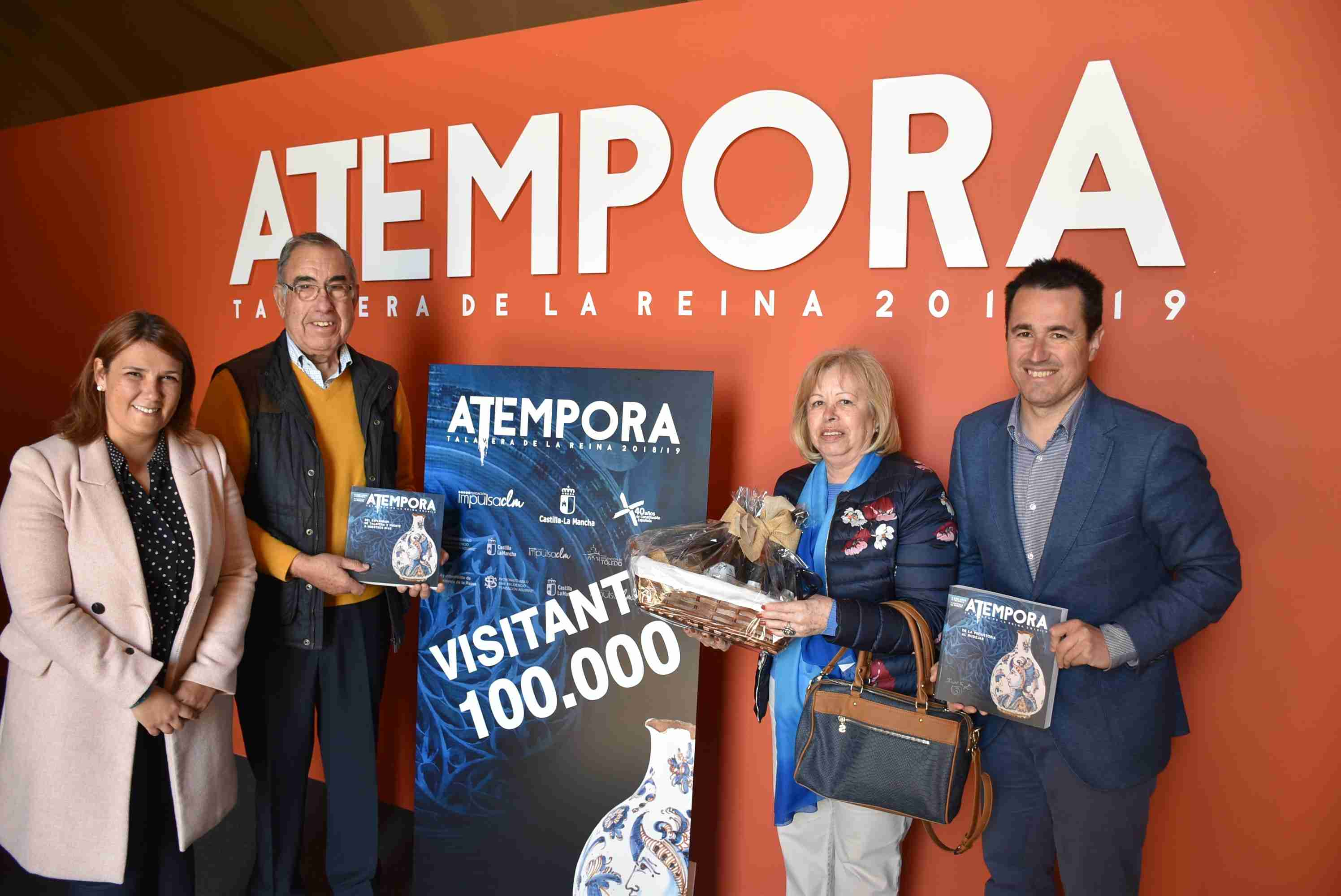 La exposición 'aTempora. 6.000 años de cerámica en Castilla-La Mancha' recibe en la mañana de este jueves a su visitante número 100.000 1
