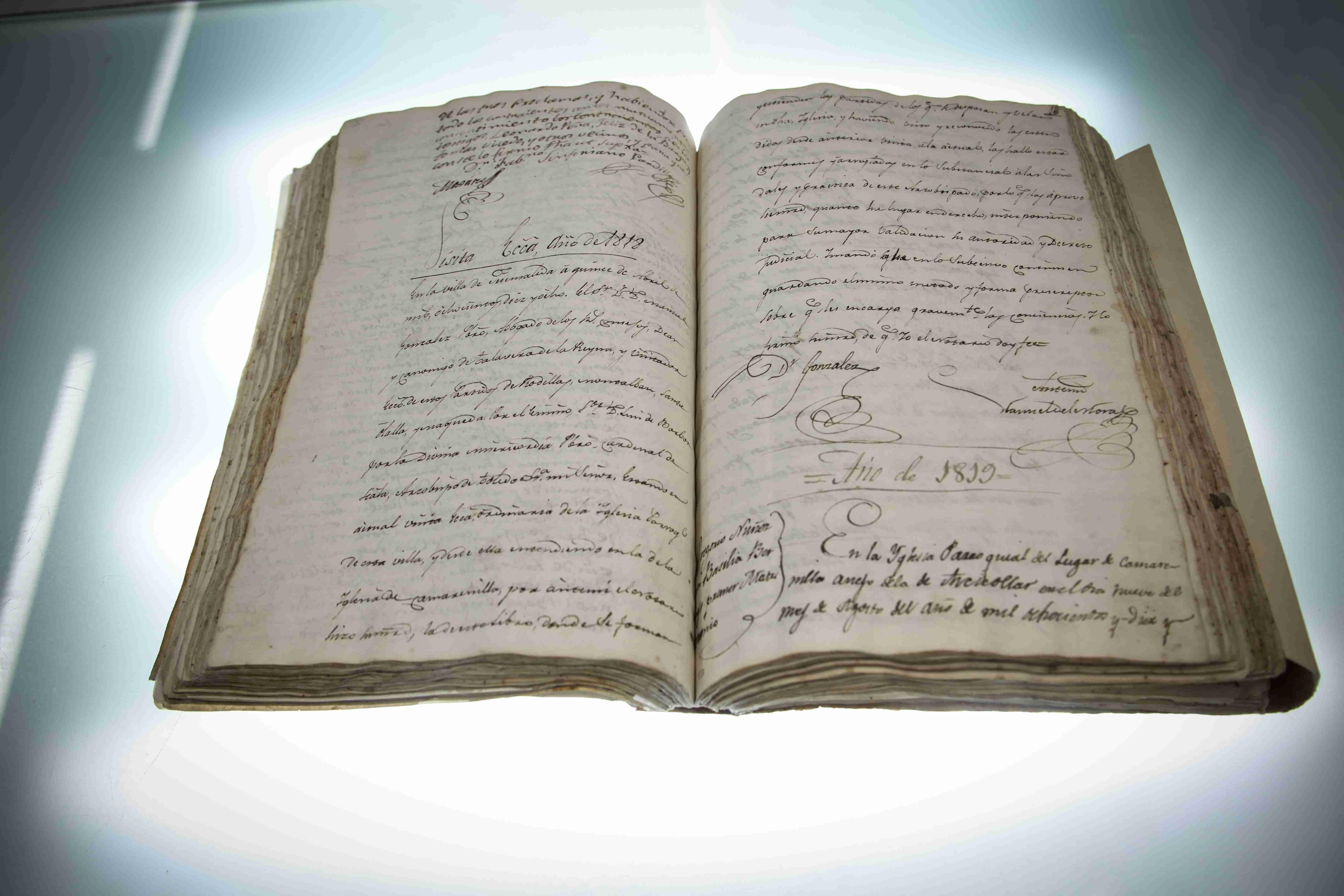 El Gobierno regional trabaja en la restauración de la Pila Bautismal y el Libro de bautismos, matrimonios y difuntos de Camarenilla (Toledo) 5