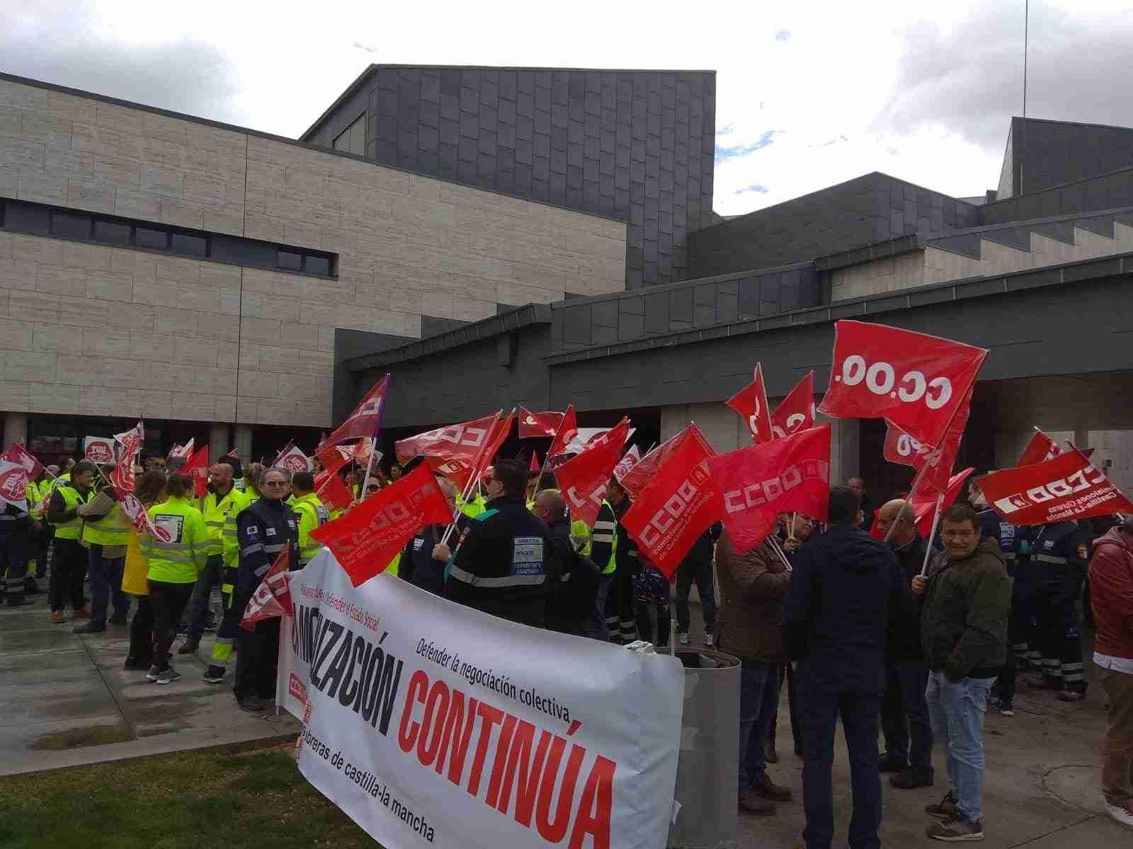 Los trabajadores de las ambulancias del SESCAM inician en Ciudad Real el camino a la huelga general en el Transporte Sanitario de CLM 1