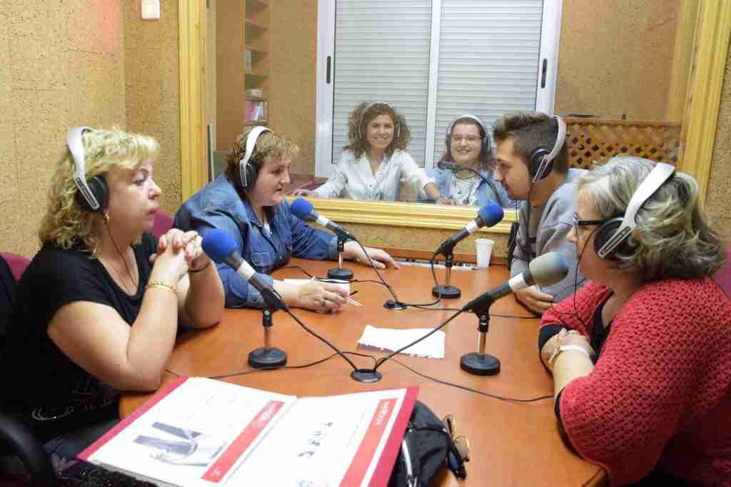 Finaliza el curso de 'Empoderamiento con conexión' con la grabación de un programa de radio 2