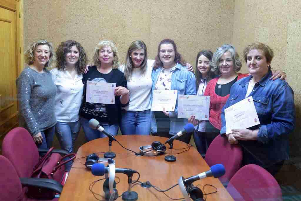 Finaliza el curso de 'Empoderamiento con conexión' con la grabación de un programa de radio 1