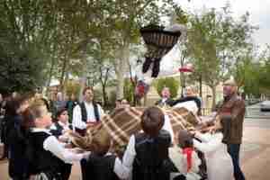 Argamasilla de Alba mantiene viva la tradición del Manteo del Pelele 1