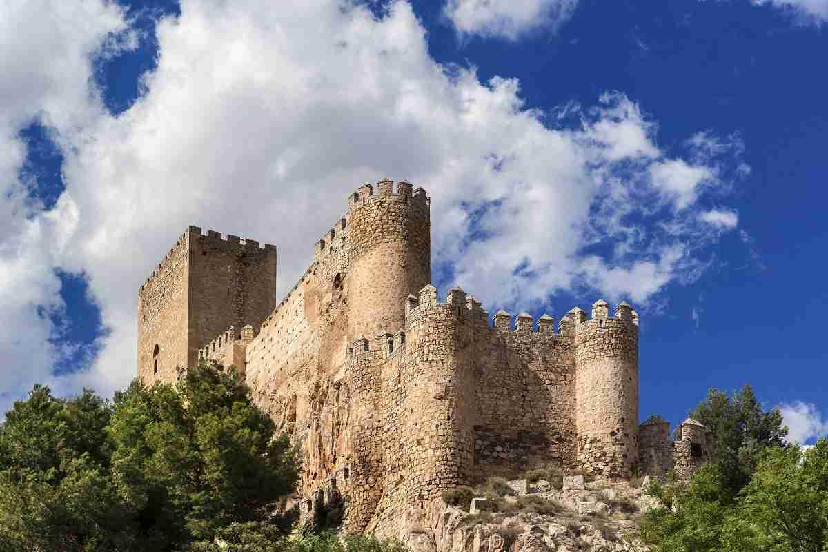 Durante el mes de marzo el volumen de viajeros alojados en establecimientos hoteleros de Castilla-La Mancha aumentó un 2,1% 1