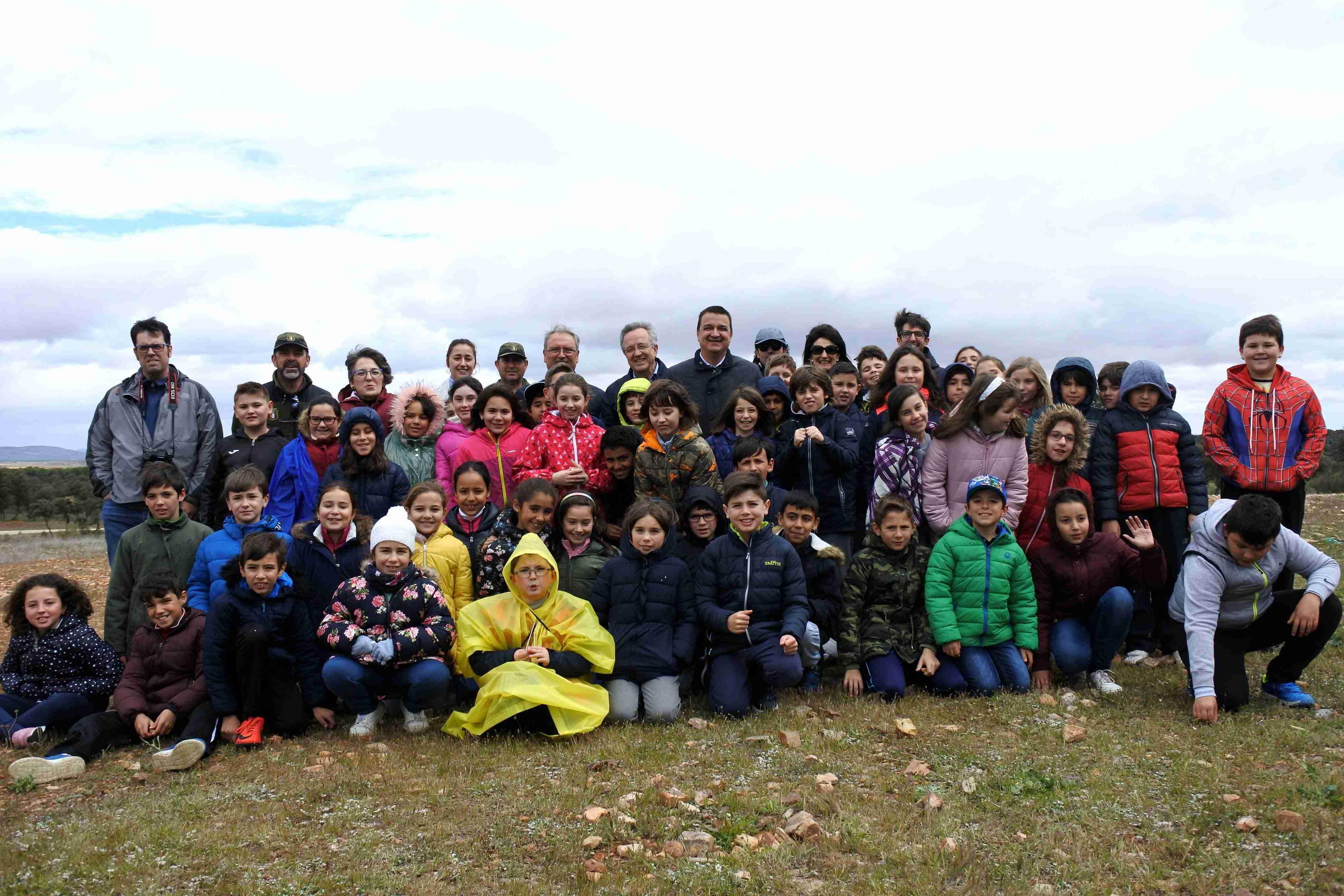 El Gobierno regional traslada a los escolares la importancia de preservar en la región la biodiversidad y las especies vulnerables como el buitre negro 1