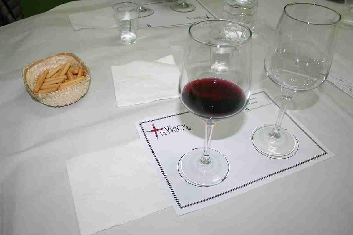 Afammer Membrilla introduce a sus socias en la cultura del vino a través de una cata comentada 3