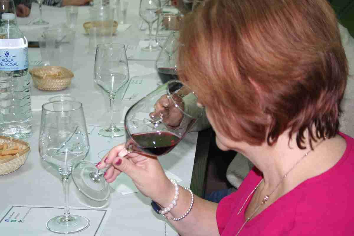 Afammer Membrilla introduce a sus socias en la cultura del vino a través de una cata comentada 2