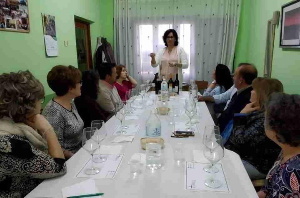 Afammer Membrilla introduce a sus socias en la cultura del vino a través de una cata comentada 1