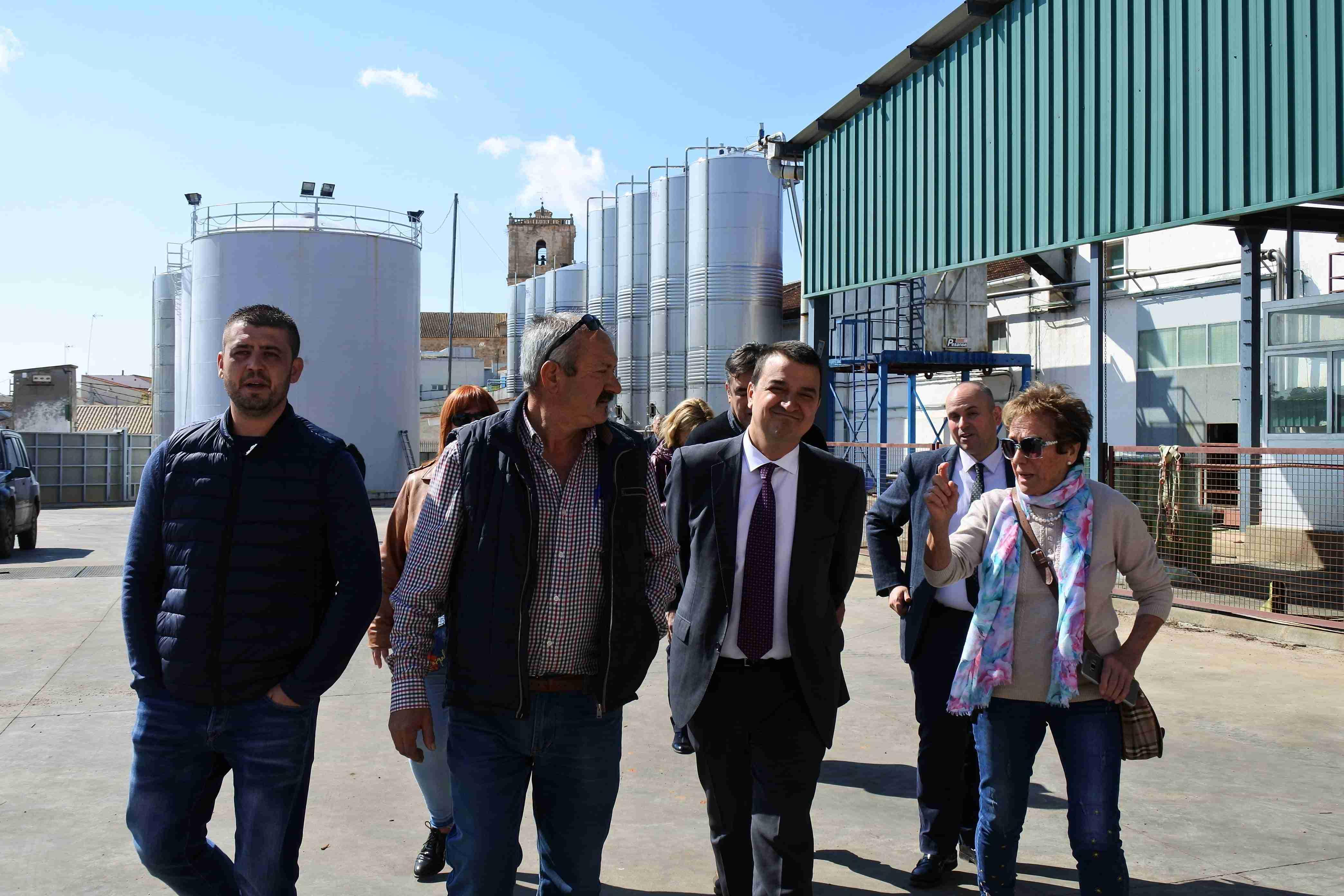 """Martínez Arroyo destaca la importancia de apoyar al viñedo de secano que es el que """"mantiene nuestro territorio"""" en aquellas zonas de la región donde no hay agua 2"""