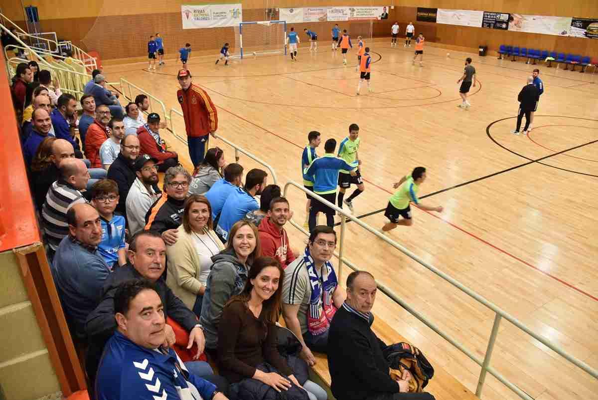 La consejera de Fomento asistió al partido entre Soliss Fútbol Sala Talavera y el Rivas Futsal y anima al equipo por la permanencia en choques sucesivos 1