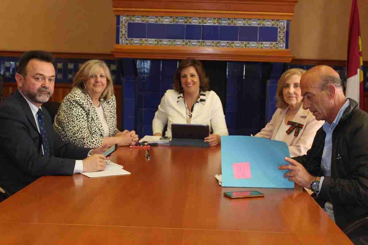 La consejera de Economía, Patricia Franco, se ha reunido en Ciudad Real con Hedespa Helicópteros Deportivos de España 1