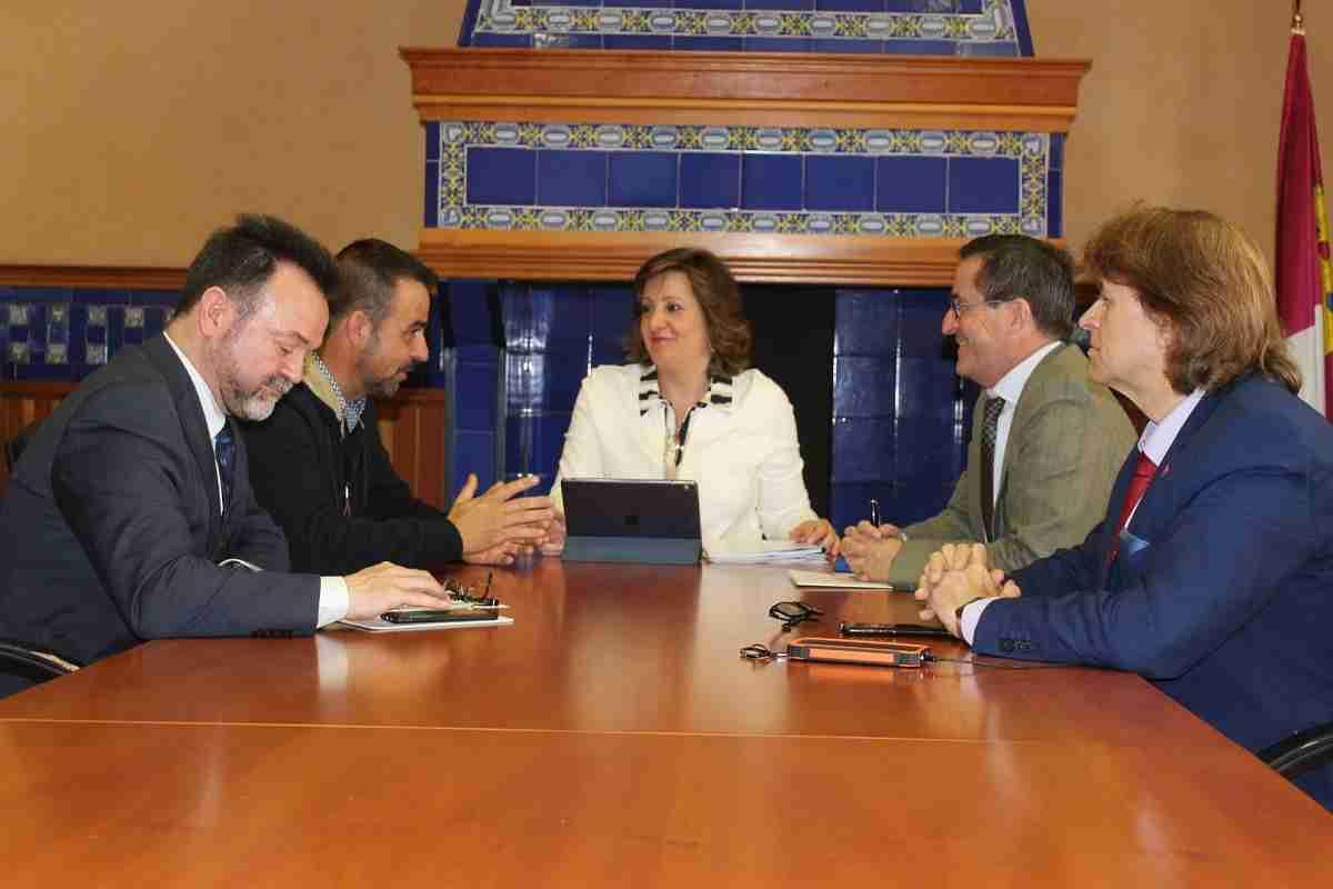 La consejera de Economía, Patricia Franco, se reúne con el empresario Ángel Carmelo Simón 1