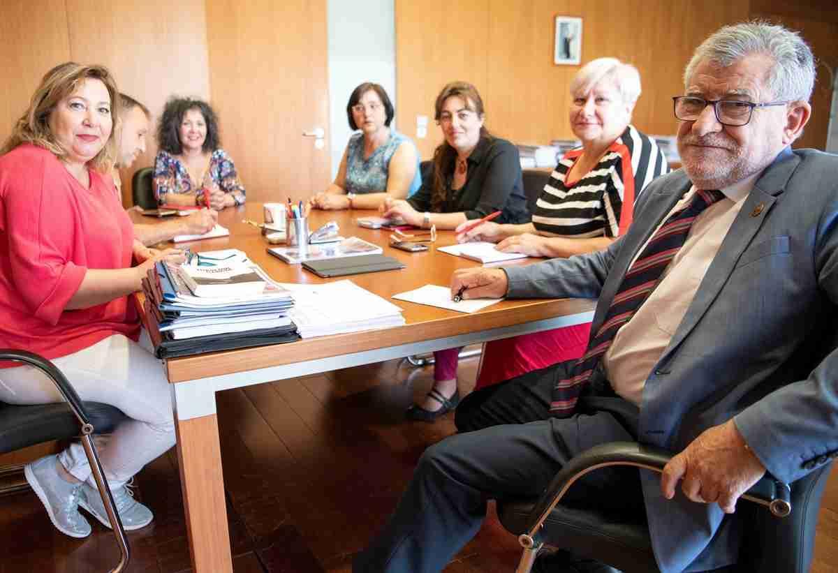 Felpeto se reunió con representantes del Personal Laboral de Educación para escuchar sus exigencias por la falta de cobertura de plazas 1