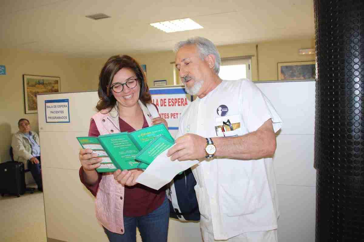 Los celadores del Hospital de Cuenca editan una  carpeta para visibilizar su trabajo y acercarse a los pacientes 2