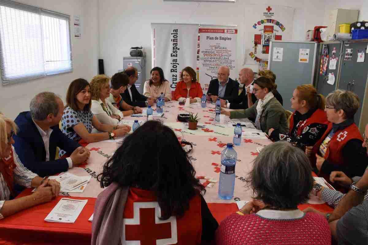 El Gobierno de Castilla-La Mancha reconoce la labor de Cruz Roja Almansa para que las personas con dificultad social o económica puedan acceder a un puesto laboral 1