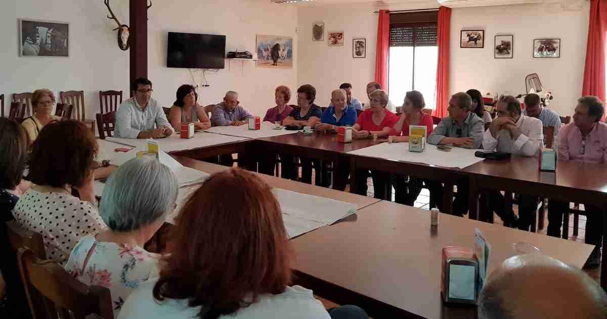 José Manuel Caballero en encuentro abierto con vecinos de Guadalmez 1