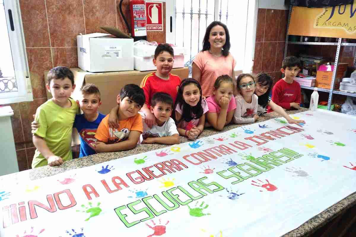 El Centro Infanto-Juvenil se suma a la campaña de Save the Children 'No a la guerra contra la infancia' 1