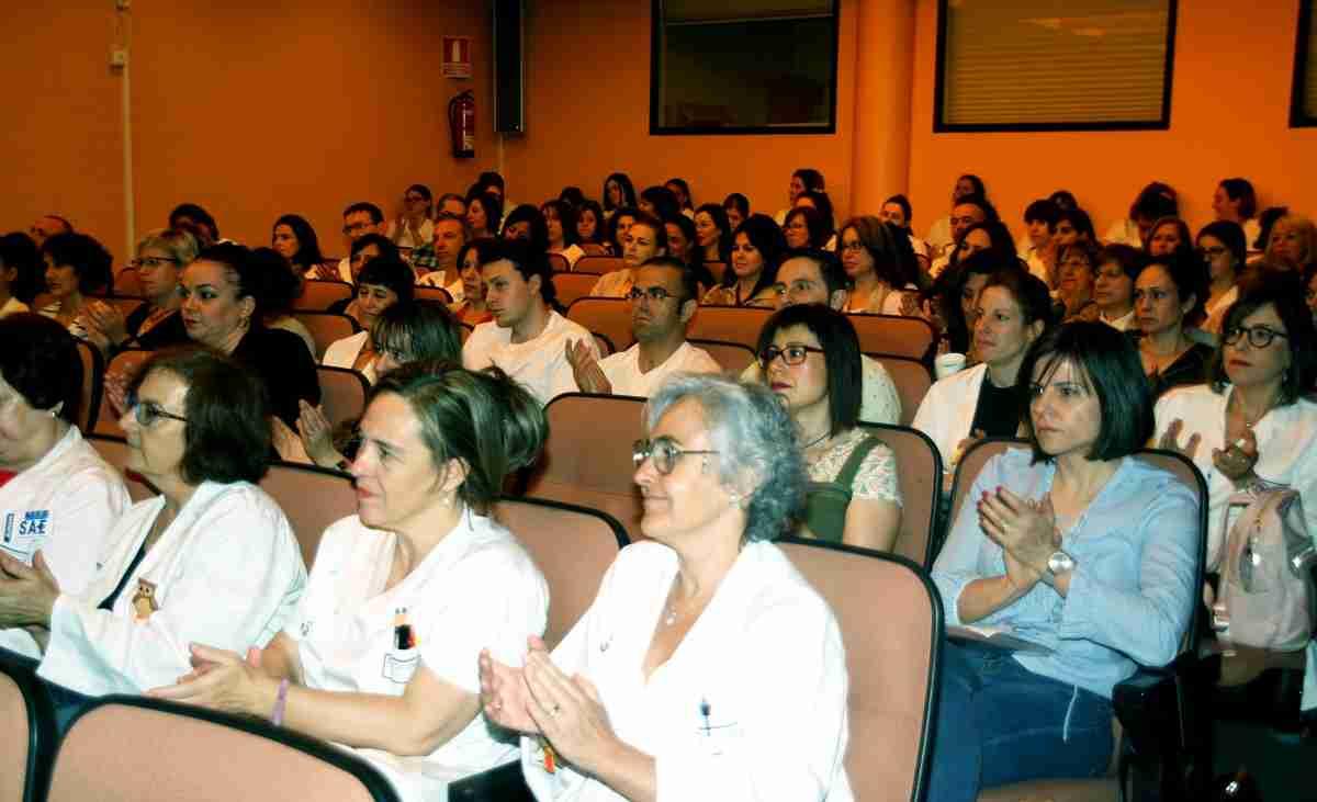 La Gerencia de Atención Integrada de Alcázar de San Juan presenta ante un centenar de asistentes la actividad científica de su Enfermería 2