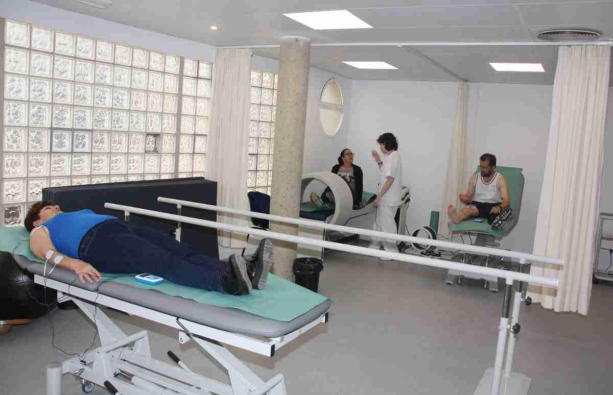 La sala de fisioterapia del Centro de Salud de Villafranca de los Caballeros empieza a prestar asistencia a los primeros pacientes 5